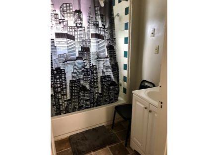1st Floor Shared Bath