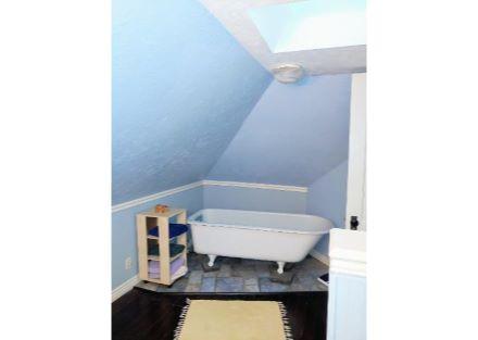 573 upstairs bathroom