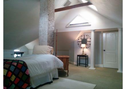 573 upstairs bedroom