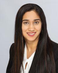 Mindy Kaur Photo